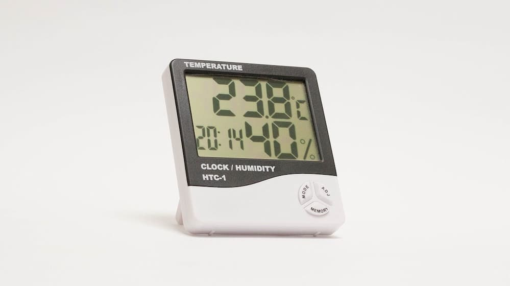 Hygrometer op witte achtergrond