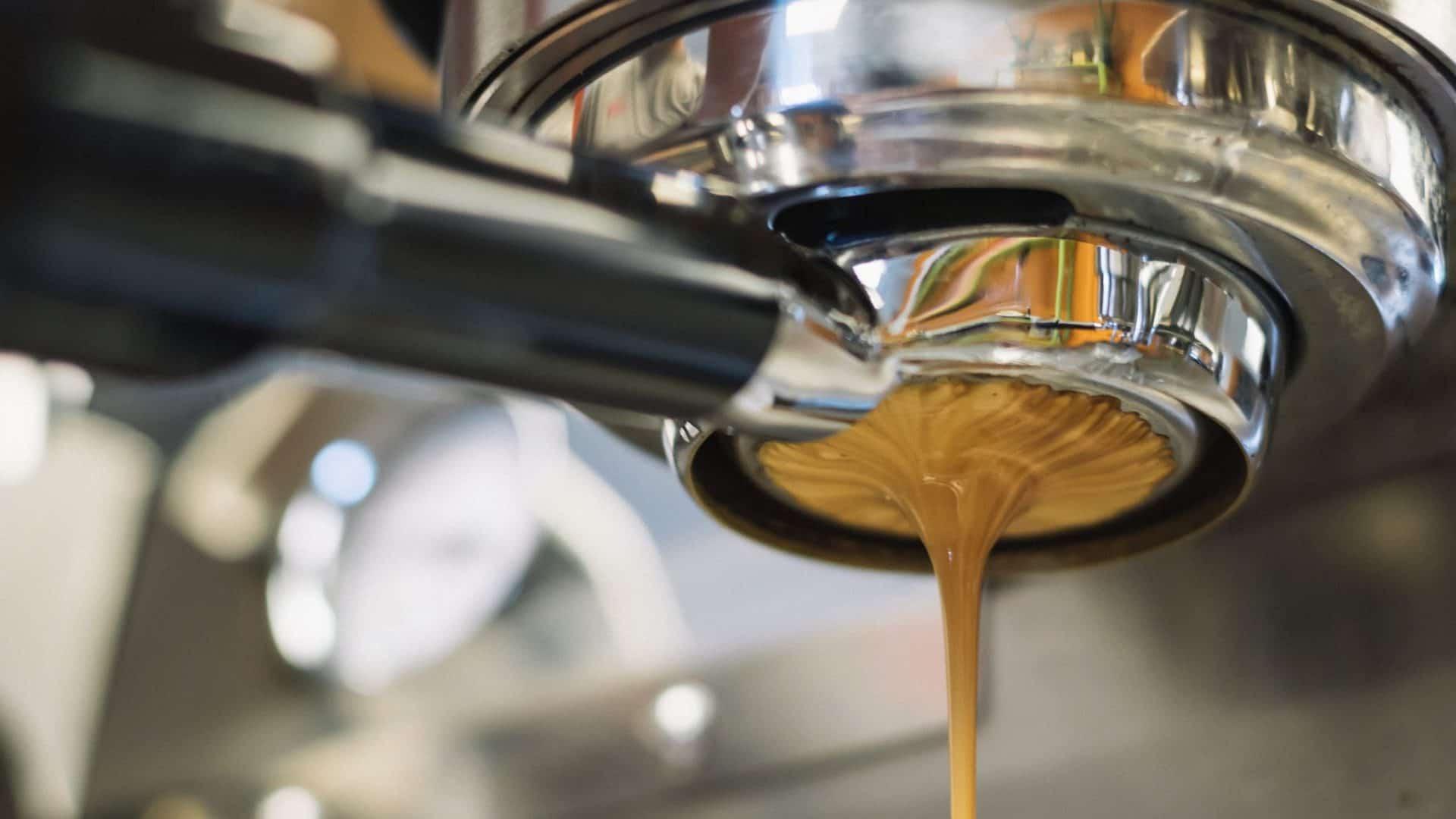 Koffiecrema onder koffiepiston