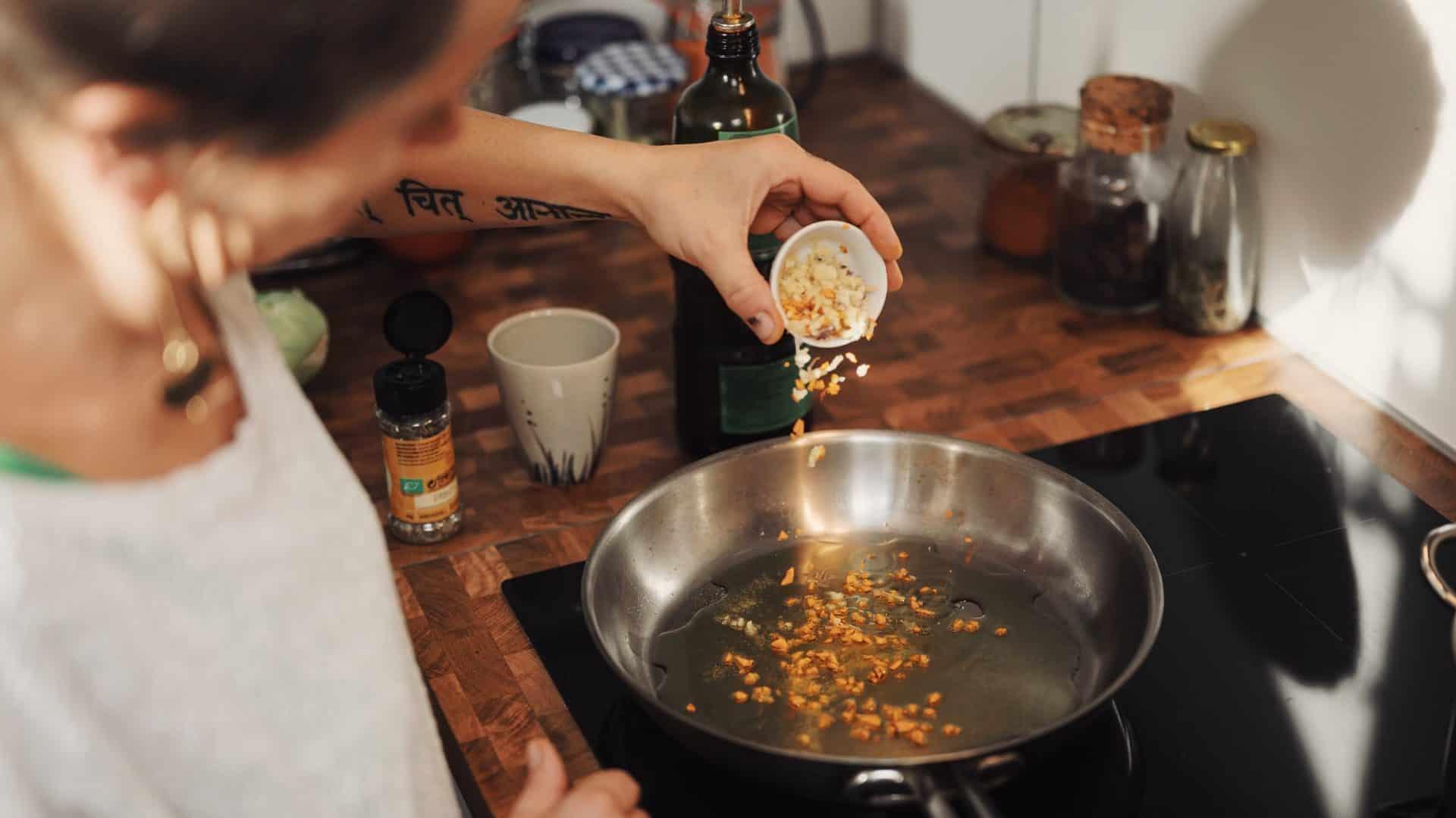 Koekenpan op inductie kookplaat