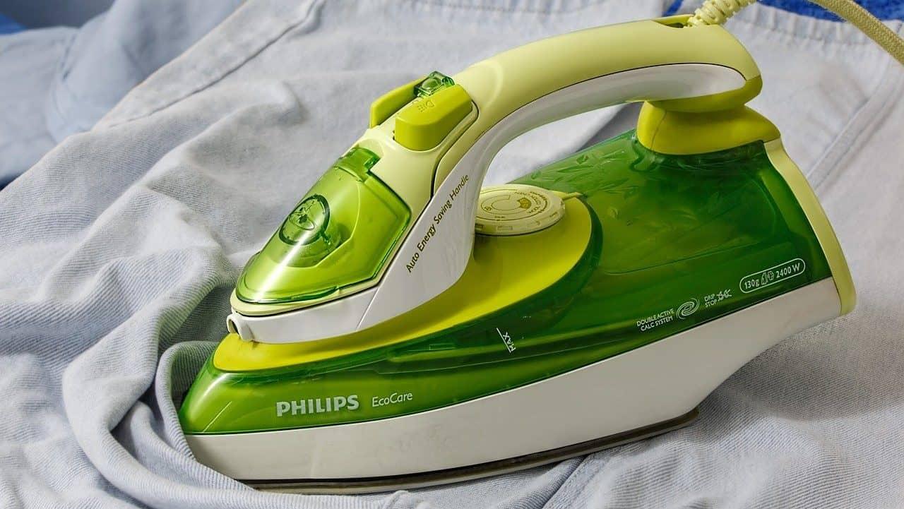 Groen strijkijzer van Philips, zij-aanzicht